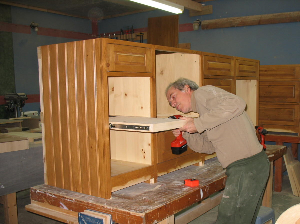 Tablets installation - Pine kitchen cabinet